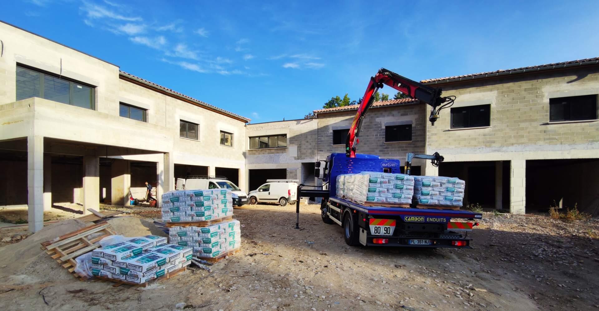 livraison chantier camion grue